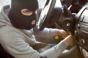 Страховая отказывает в выплате по КАСКО, если машину похитили, когда вы забыли в ней ключи и документы